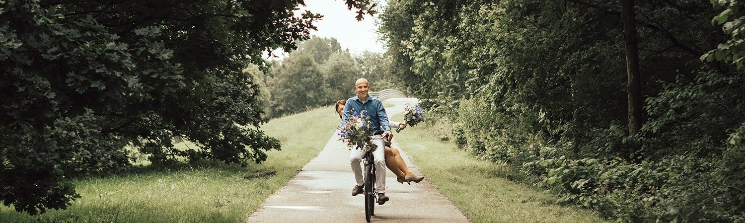 A wedding on wheels, bike wedding, love, the netherlands, lifestyle fotograaf, lifestyle photography