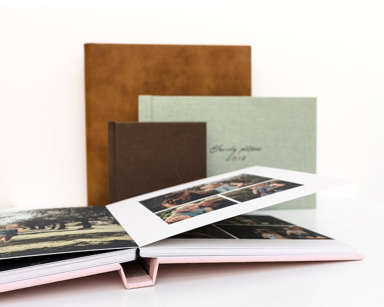 Fine Art albums lifestyle photography picturelyspoken linnen custom made thick pages lay-flat