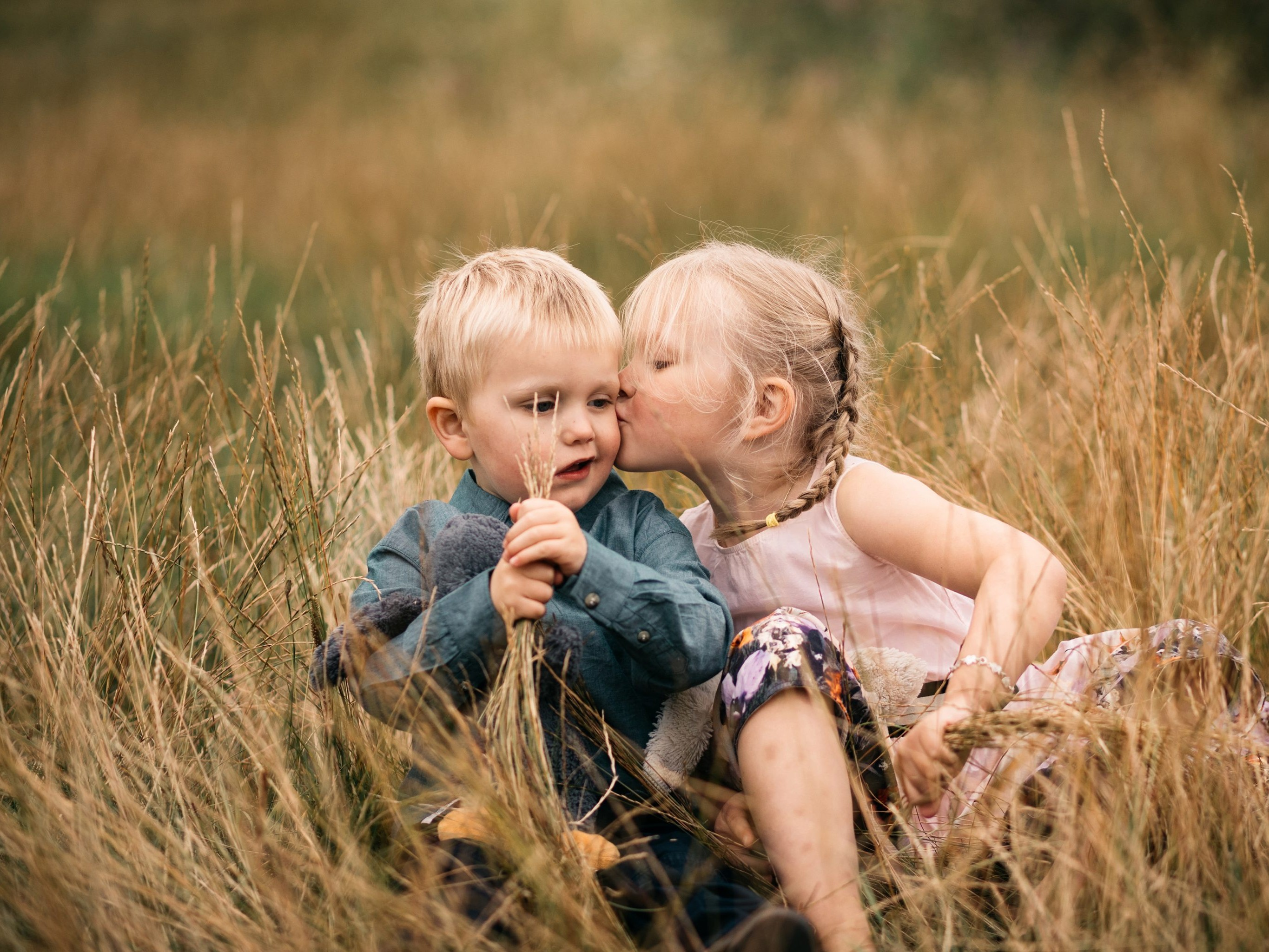 Lifestyle family photography, Love, Siblings, boy, girl, Share the love, Referral program