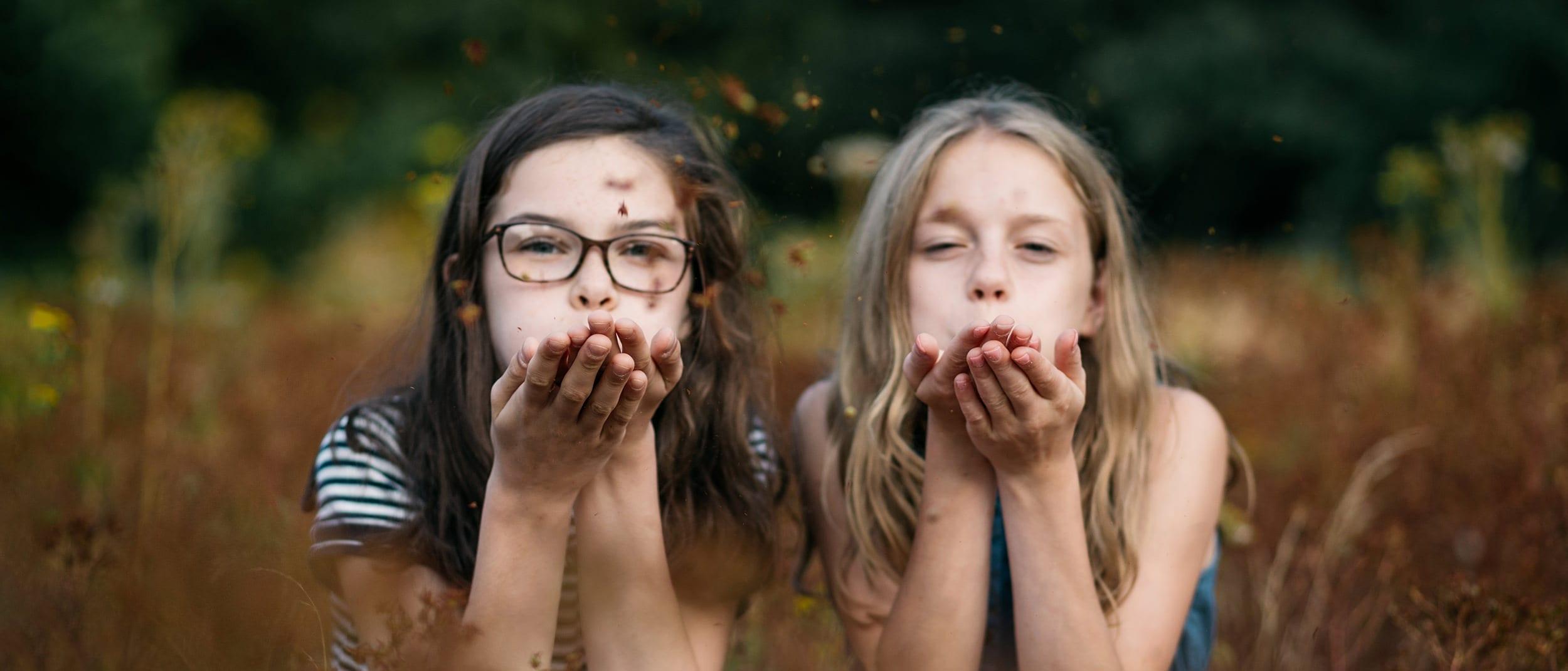 Lifestyle fotograaf Marianne Hope Picturelyspoken portretfotografie twee meisjes beste vrienden