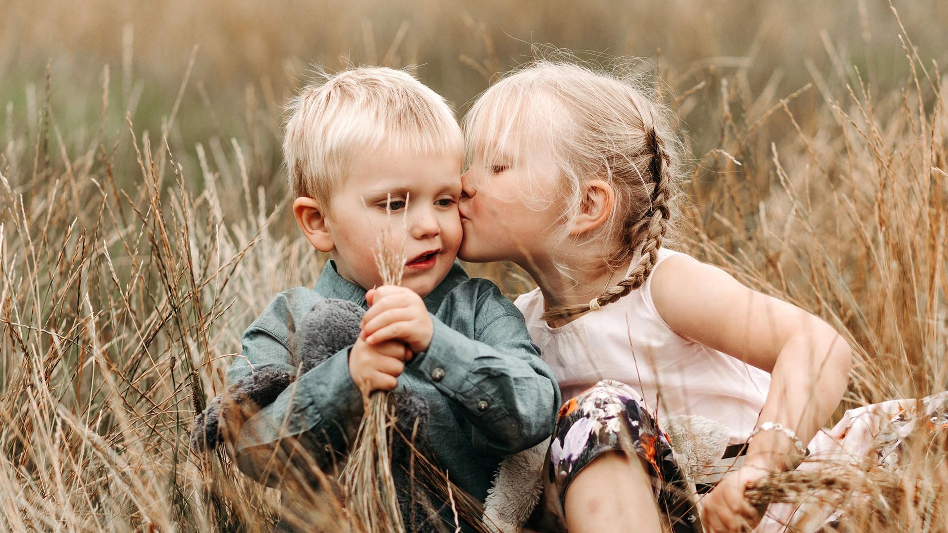 Lifestyle fotograaf Marianne Hope Picturelyspoken familiefotografie kinderen broer en sus