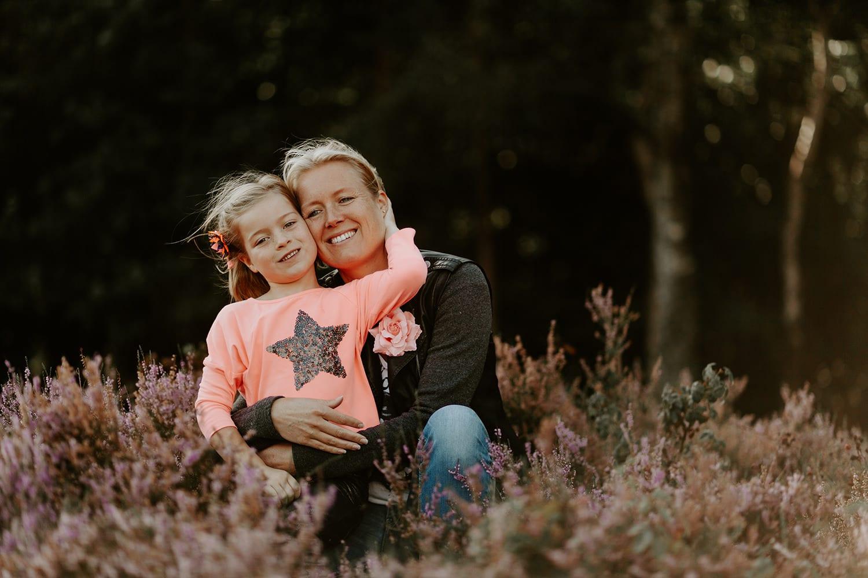 leuke familie fotoshoot - moeder en dochter liefde